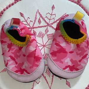 Other - New Toddler Water Shoes in Pink Camouflage - 2/2.5